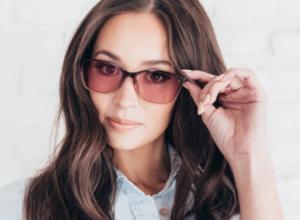 woman wearing Axon migraine glasses